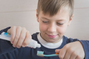 How to Choose a Toothbrush and Toothpaste for Kids