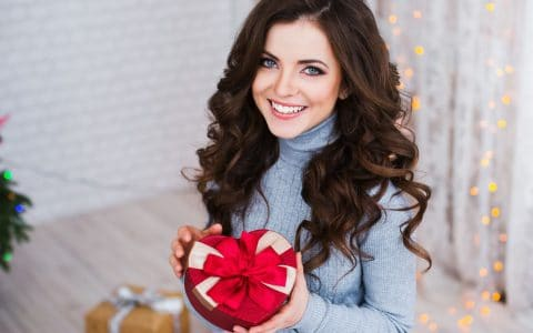 Give Yourself the Gift of Dental Veneers This Holiday